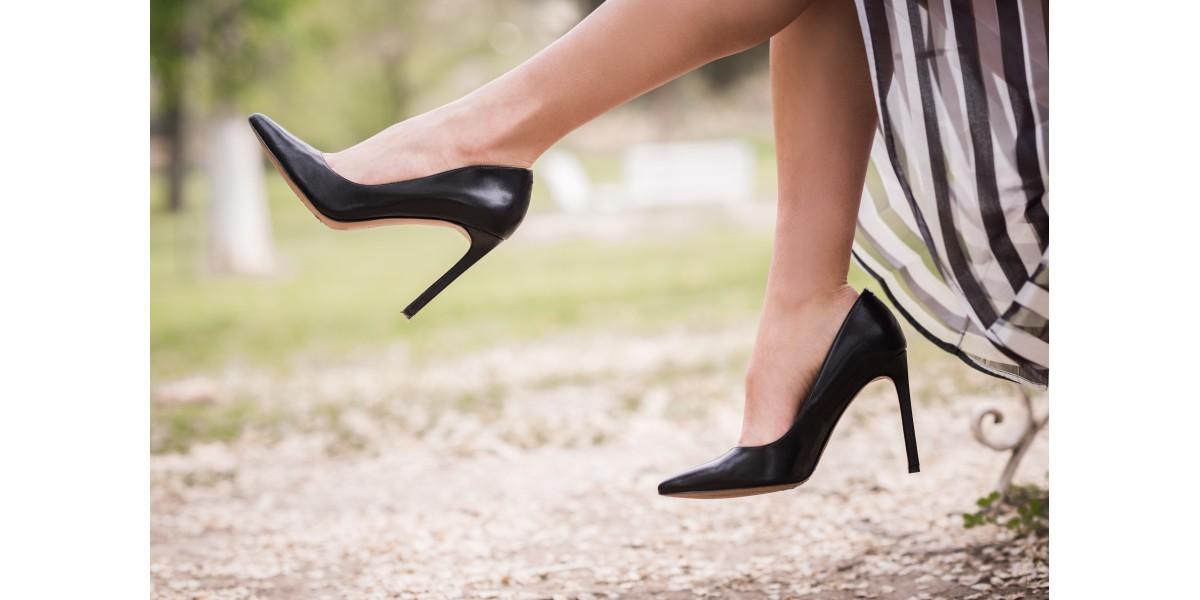 Cum potrivim culorile când vine vorba de asortarea pantofilor cu ținuta?